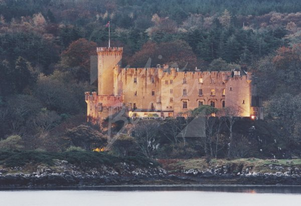 Dunvegan Castle, Isle of Skye Postcard (H Std CB)